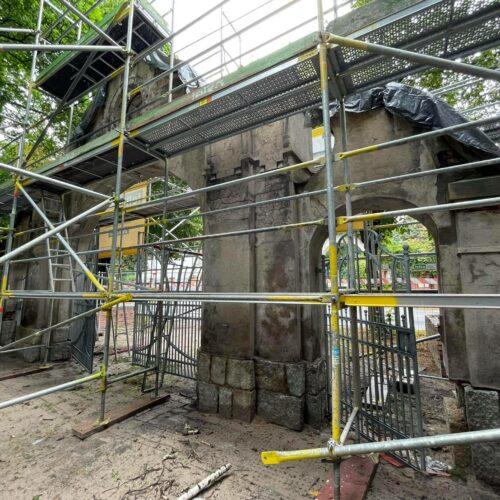 Rozpoczęła się renowacja bramy głównej w Parku Zawiszowskim
